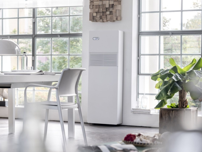 Klimaanlage in vertikaler schmaler Ausrichtung
